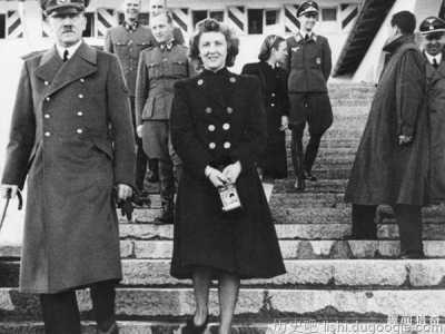 希特勒照片被高價曝光 伊娃布勞恩罕見祼照曝光